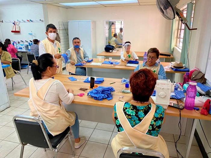 Elaboran 20 mil cubrebocas en Oaxaca para el personal médico