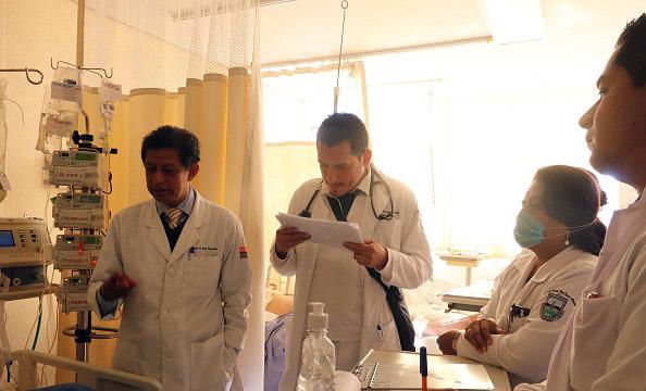 Retirará UABJO de hospitales a médicos internos para evitar contagios por Covid-19