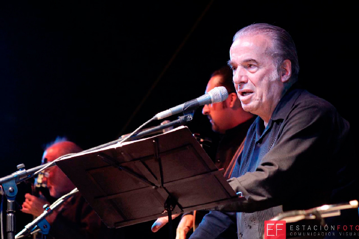 Fallece el cantautor mexicano Óscar Chávez