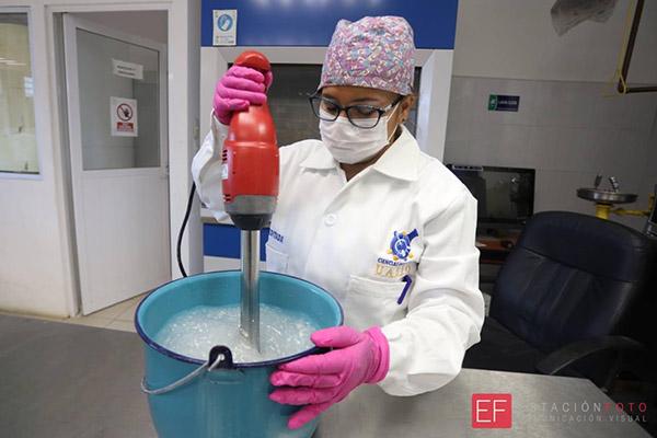 La Facultad de Ciencias Químicas de la Universidad Autónoma Benito Juárez de Oaxaca (UABJO) elabora gel antibacterial que pone a la venta a la comunidad universitaria y al público en general
