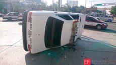 Desquiciados taxistas vandalizan patrullas