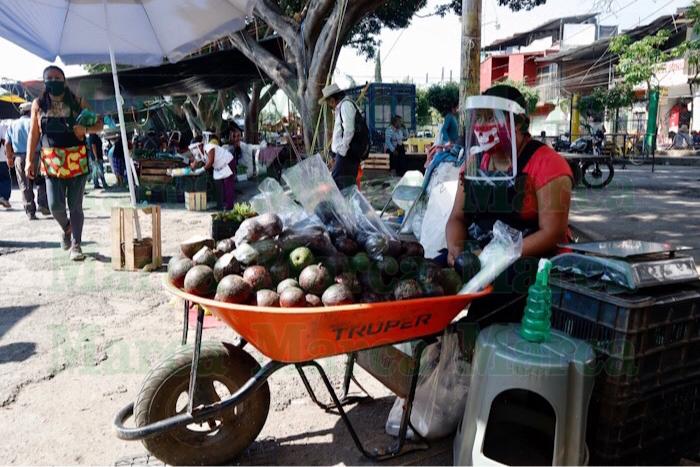 Comerciantes de la Central se resisten a cerrar por Covid-19; refuerzan medidas sanitarias