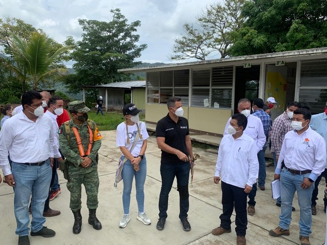 Respaldan a afectados por el sismo en la Costa