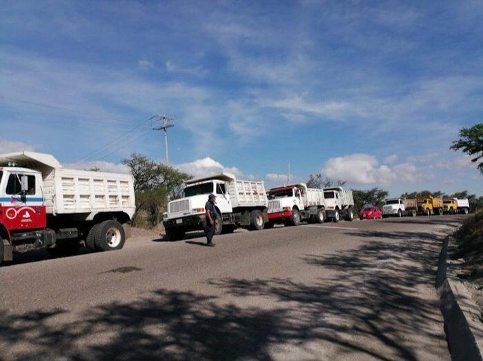 Detienen materialistas obra de reencarpetamiento en Cacaloxtepec