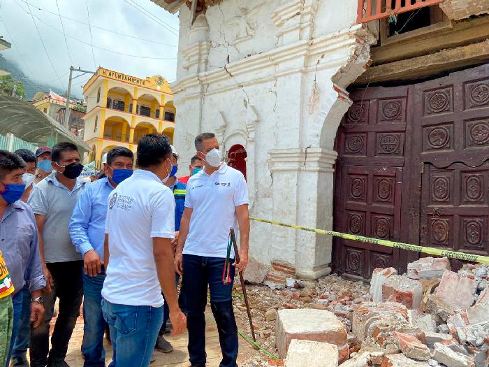 Alejandro Murat recorrió los municipios de San Francisco, San Juan y Santo Domingo Ozolotepec para supervisar la atención a los afectados por el sismo.