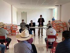 Impulsan desarrollo del campo en Huajuapan con entrega de semilla de maíz mejorada