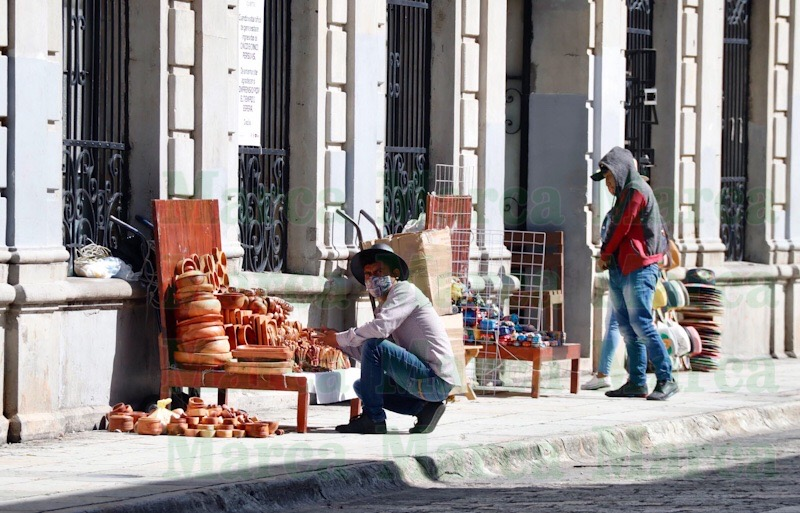 Ambulantes invaden espacios públicos en la capital de Oaxaca