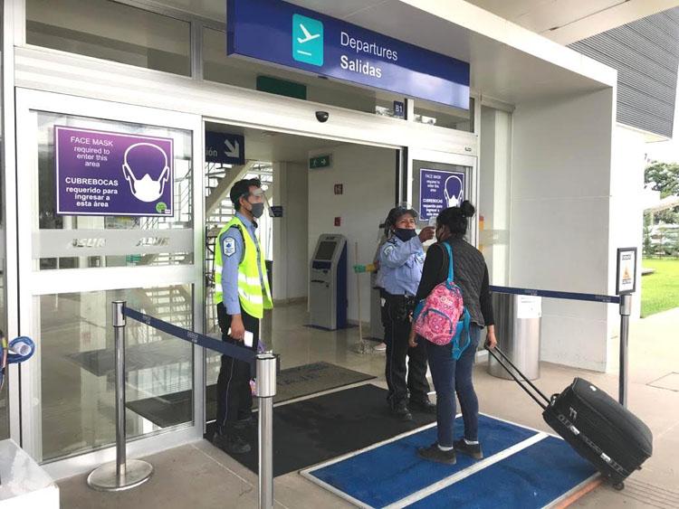 """Aeropuerto Internacional de Oaxaca recibe el sello""""Safe Travels"""""""