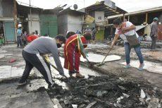 Autoridades y comerciantes limpian zona afectada por incendio del Mercado de Abasto