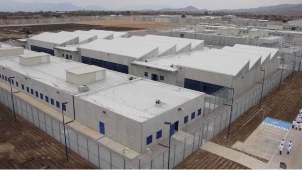 Hallan el cuerpo de custodio en penal de Miahuatlán