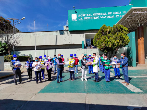 Entregan equipo de protección a personal del IMSS Oaxaca