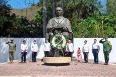 En conmemoración del 215 aniversario del natalicio de Benito Juárez, Murat Hinojosa convocó a la unidad nacional