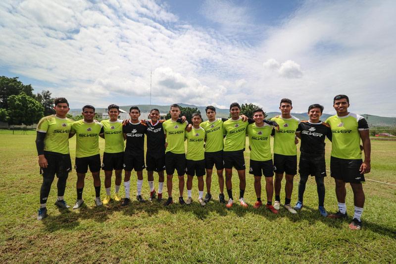 Futbolistas oaxaqueños buscan un lugar en Alebrijes