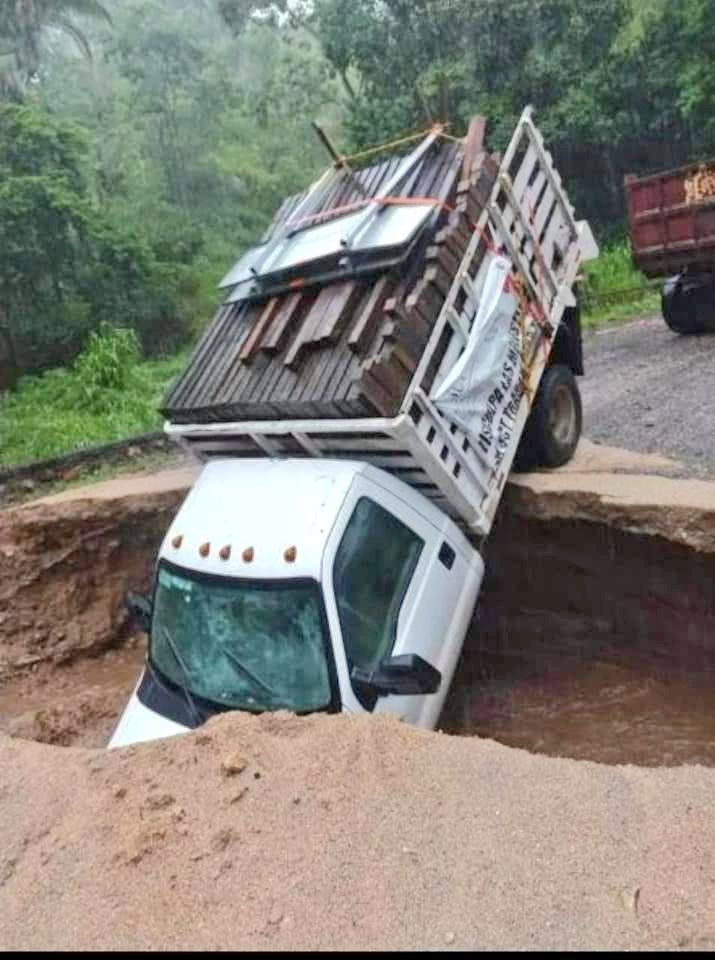 Ramal Río Grande-Juquila está cerrado; lluvias causaron socavón