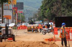 Vecinos y ciclistas protestaron por la tala de árboles en la obra de ampliación de la av. Símbolos Patrios
