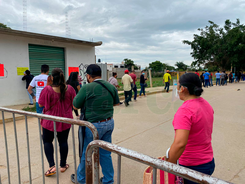 Según los servicios de Salud de Oaxaca, se estima aplicar más de 50 mil dosis de la vacuna contra la Covid-19 en esta jornada.